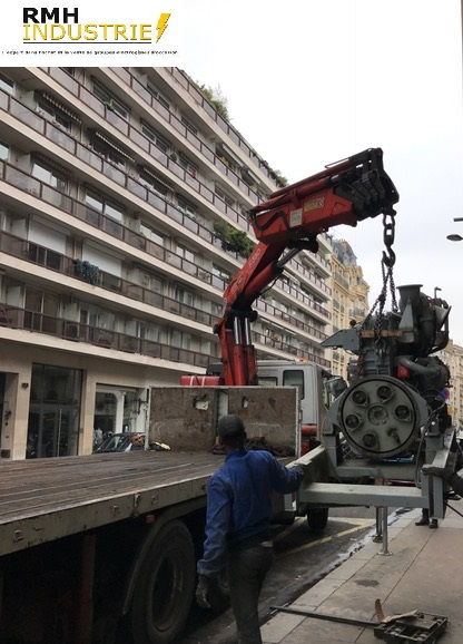 Chantier : Paris 16 (2016) Description : Dépose évacuation d'un groupe électrogène de 6 Tonne en sous sol -1 enlèvement par trappe +  dépose d'un échappement et d'une armoire de commande